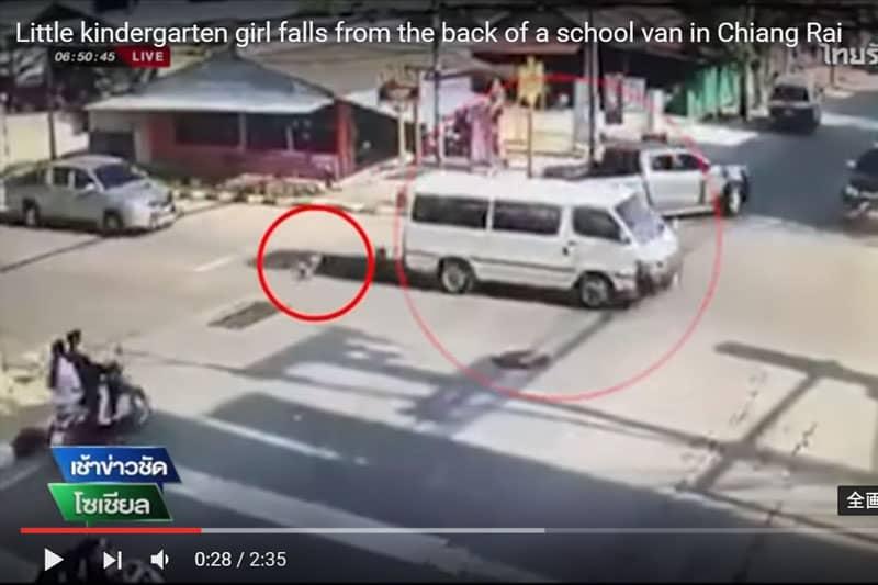 タイや中国で、ミニバンから道路上に子供が転がり落ちる事件が相次ぐ
