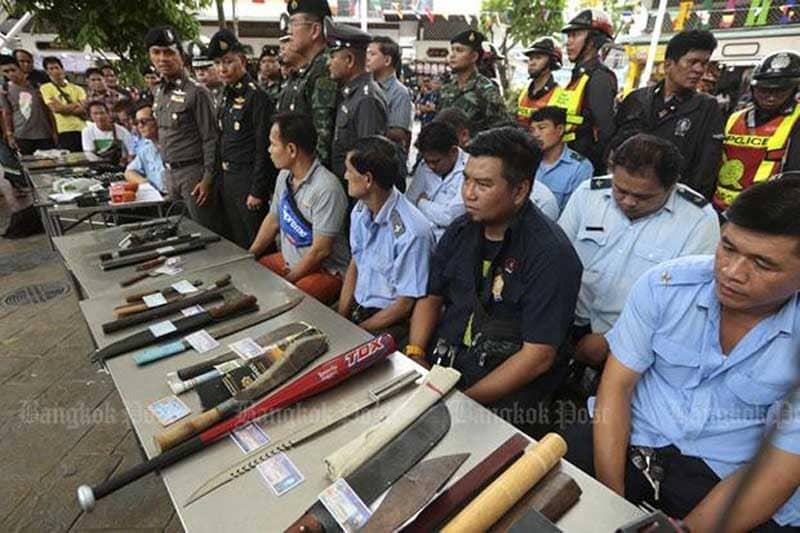 戦勝記念塔の乗り合いミニバンの運転手37人を武器所有などの罪で逮捕