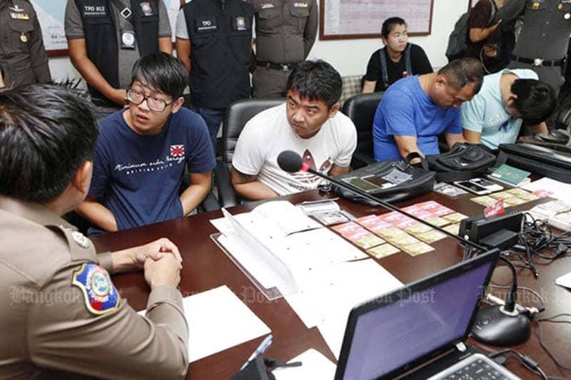 カード詐欺の台湾人の男二人を拘留中、賄賂を持参した仲間二人も逮捕