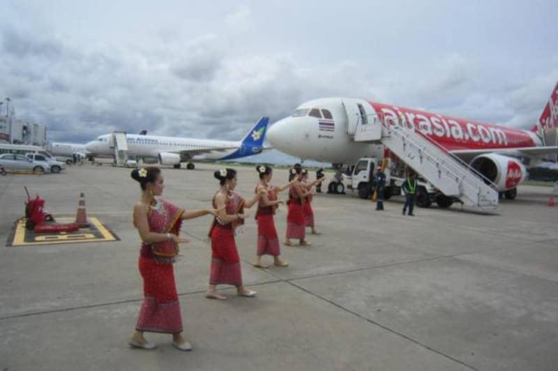 バンコク発ビエンチェン着エアアジアの処女飛行の歓迎は地味だったw