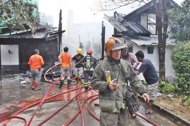 スクンビット・ソイ53近くの洋風ダイニング『隠れ家』から出火し全焼
