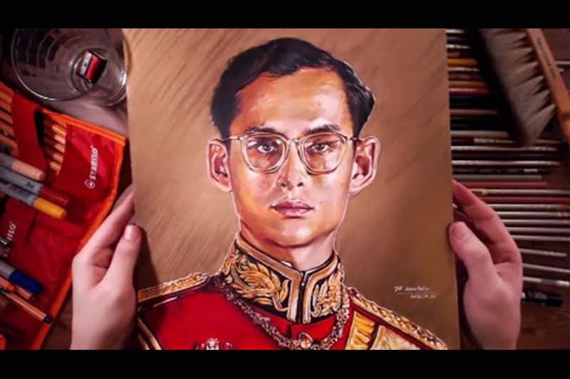 韓国人芸術家が色鉛筆とペンで描いたプミポン国王の肖像画が上手過ぎ