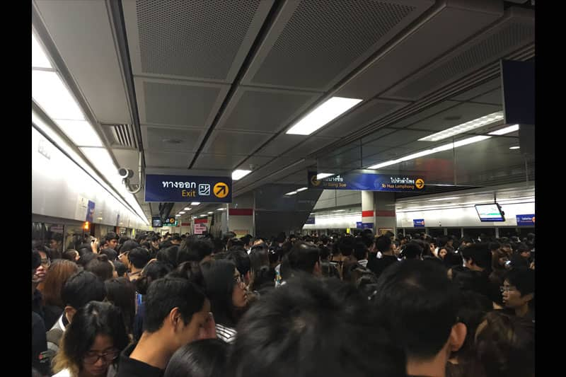 11月7日(月)早朝、バンコクの地下鉄でシステム障害。大混雑に!