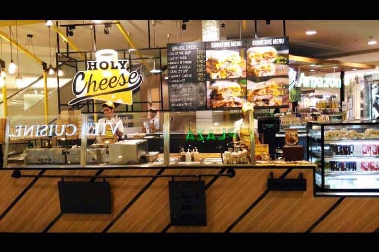 ラチャダーの鉄道市場にある『Holy Cheese』がシーロムに支店を出店