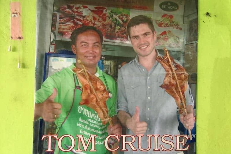 【悲報】胡散臭いアメリカ人、タイのコンケンでトム・クルーズになりすます