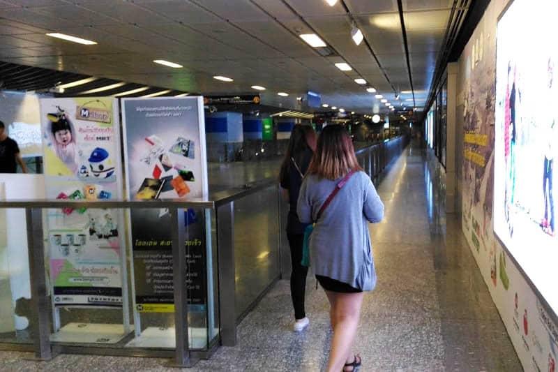 観光シーズンのバンコク、MRTの券売機であまり並ばずに購入する方法