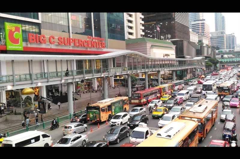 BTSチットロム駅からスカイウォークでプラチナム・モールまで移動可能に