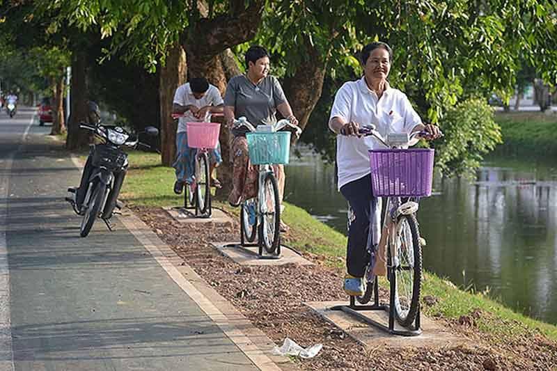 【更新】タイ北部ピサヌローク県、お堀の水を浄化するエアロバイクを設置