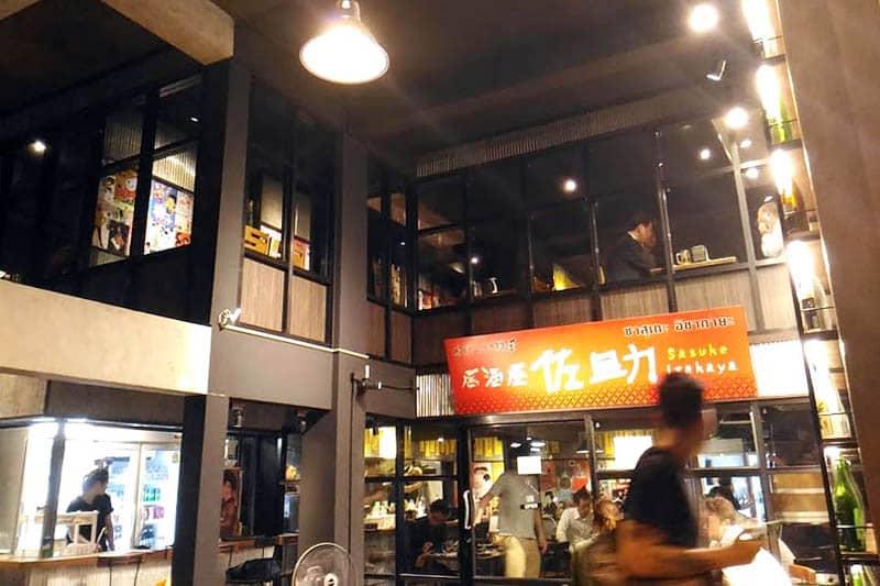 焼き鳥や鶏料理で人気の鳥波多゛が、ウドムスックに「居酒屋 佐助」を開店