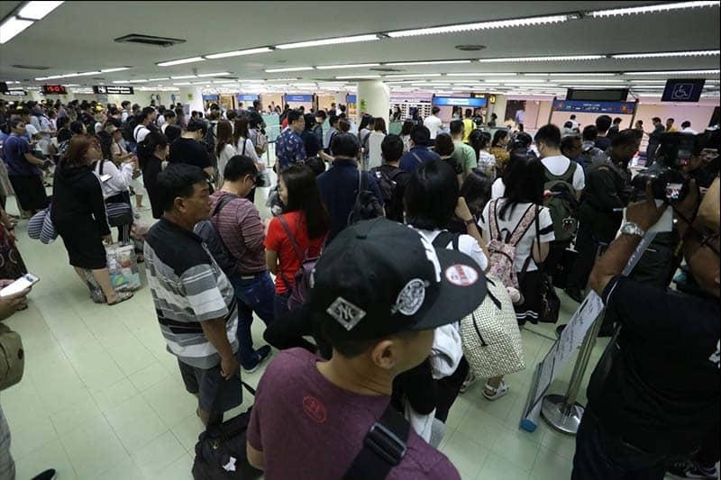 プラユット首相、タイ空軍に混雑時の空港での入国審査のヘルプを命じる