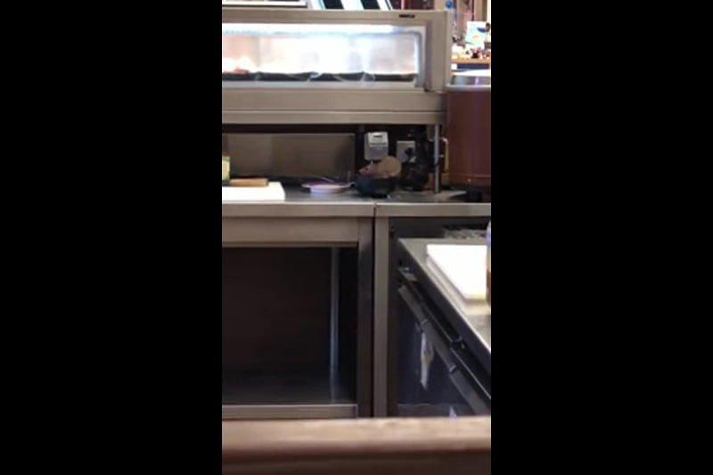 バンコクの寿司チェーンでネズミ出没、店側が謝罪