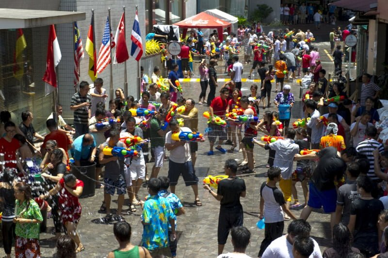タイ名物、ソンクラーン(水かけ祭り)期間が例年2日延び5日間