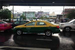 タイで続くタクシー運転手との「仁義なき戦い」:中編