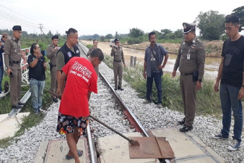池を潰された報復に、列車の脱線を企んで逮捕