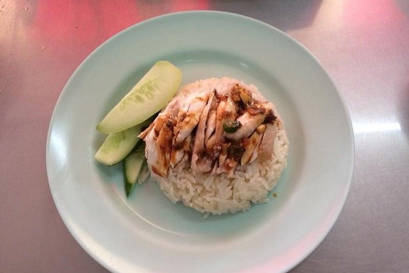 タイに来たら食べておきたい料理!~カオマンガイ(鶏飯)
