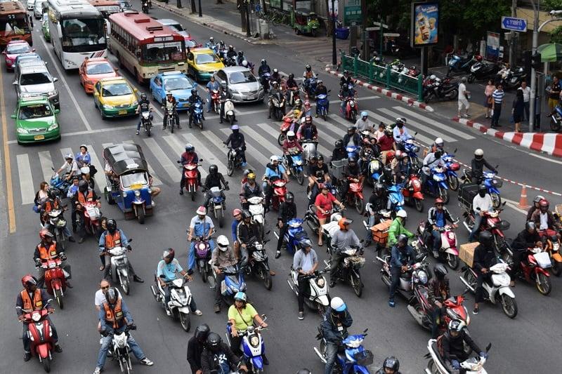 日本人とバイクタクシー運転手の間で口喧嘩勃発!
