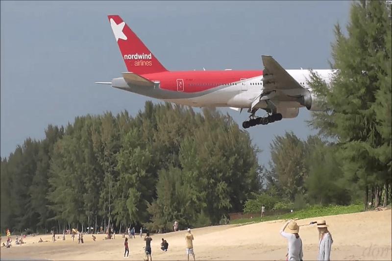 合成写真ではありません!プーケット島ナイヤンビーチが飛行機マニアの間で話題