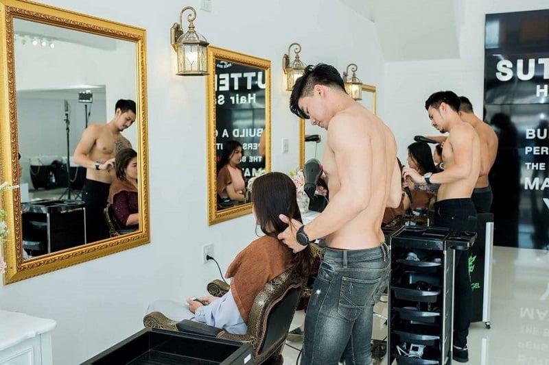 女性歓喜のマッチョ美容室がオープン?!