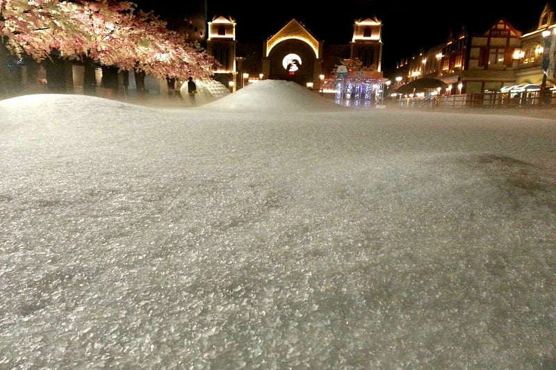 デートスポットINタイ:南国で雪を楽しむ!&ハローキティに会う