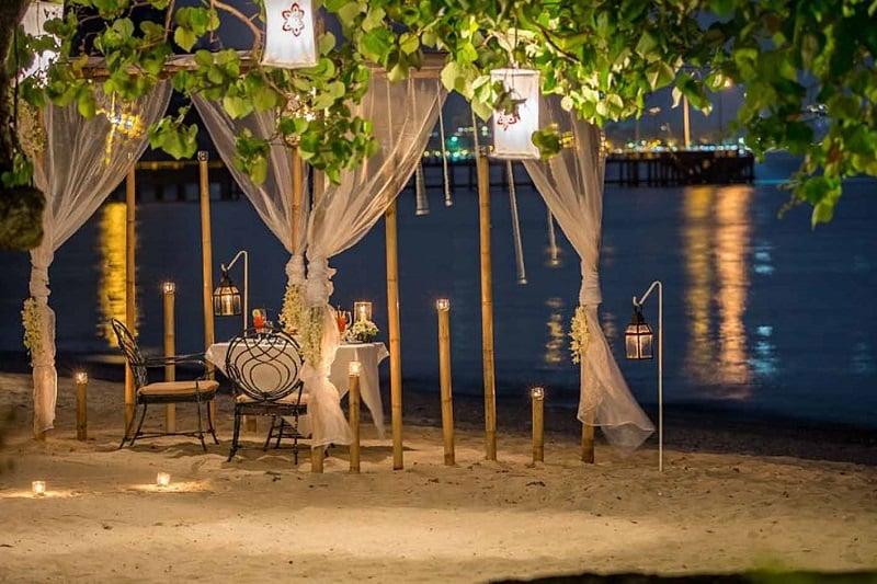 女性に超ウケそうなビーチのロマンチック・ディナー(タイ・プーケット発)