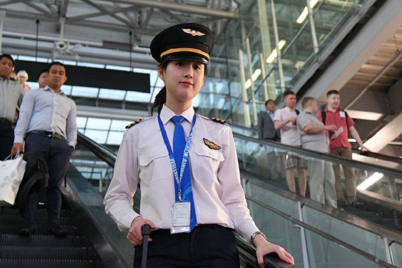 美人過ぎるタイ人女性パイロットが話題に!