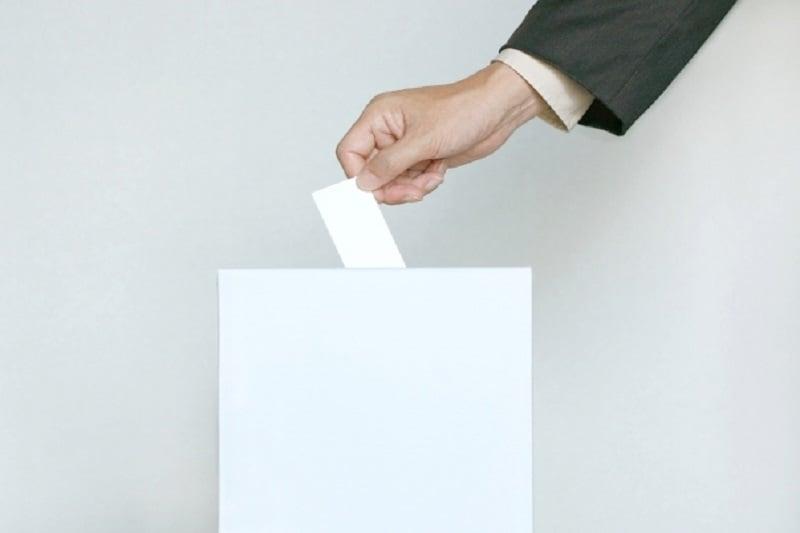 選挙看板の女性候補写真をオカズに自慰行為!(タイ北部・ランパーン県発)