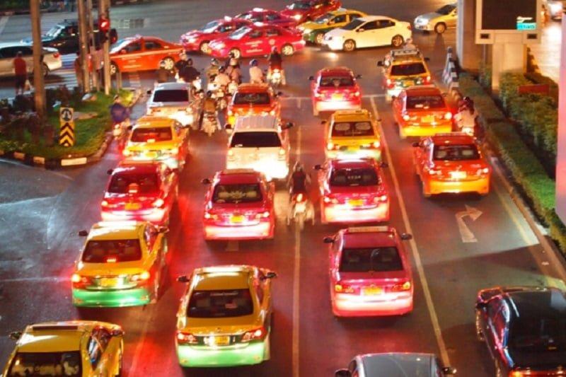 バンコクでタクシー料金、空港からの利用料金値上げ!一方、GRABは正式に認可