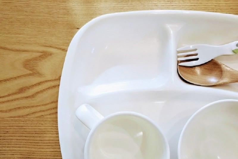 具が入っていないインスタントラーメンが学校給食!告発した教師は解雇