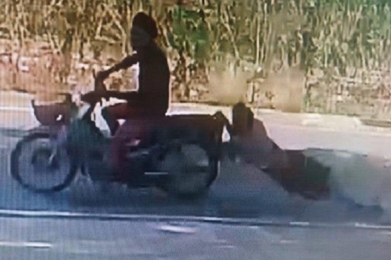 タイ・チョンブリー県発~「バイクに引きずられてもスマホ泥棒は逃さない!」