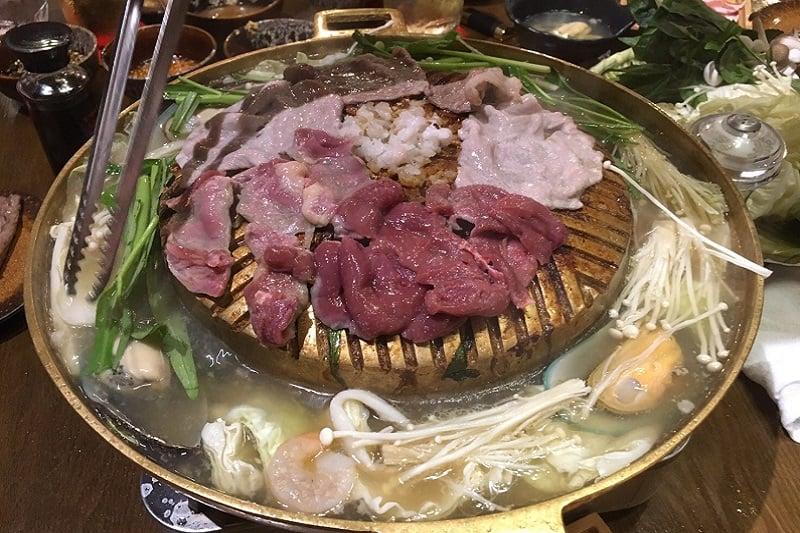 タニヤのど真ん中でタイ式BBQ=ムーガタが楽しめる!