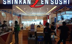 怪しすぎる寿司店をバンコクで発見!その名はSHINKANZEN(新幹+禅)!