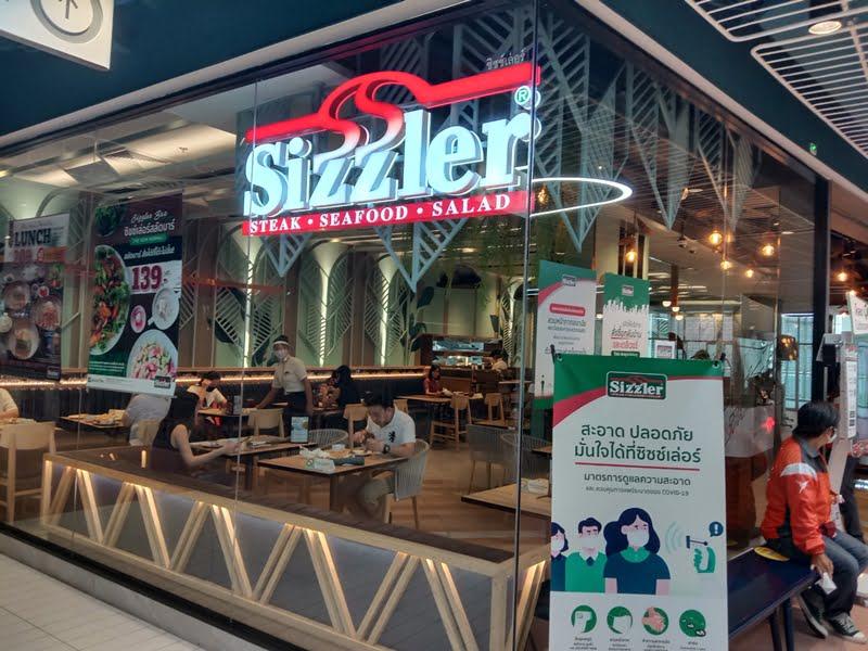 バンコクの「シズラー」で、コロナ対応衛生的サラダバーを体験!