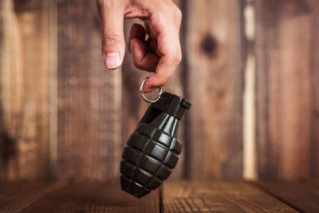 タイ珍ニュース!手榴弾を庭で発見&葬式にコヨーテガール