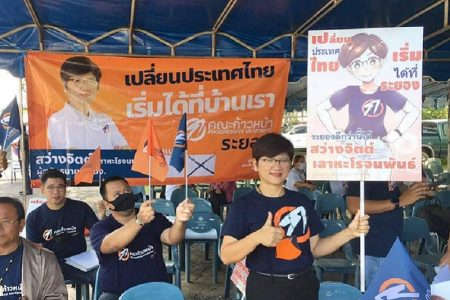 タイ北部の闘カブトムシ&漫画風選挙ポスターのおばちゃんさば読み過ぎ