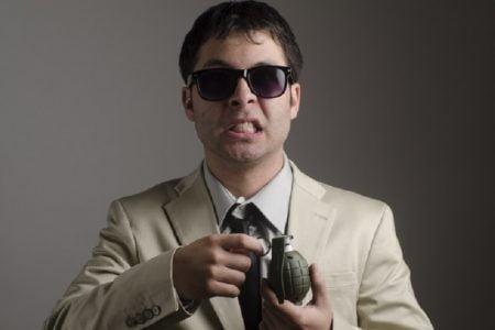 タイ珍ニュース!ギャング抗争で手榴弾爆発&自動販売機にビールの蓋投入