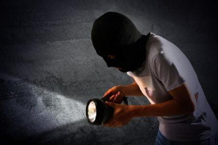 タイ珍ニュース!行儀の良い泥棒&自分に火を点けた男