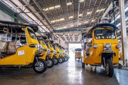 将来、タイが電気自動車王国に!?電気トゥクトゥクも走行中