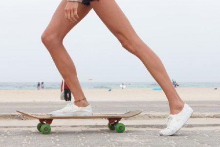 タイで流行中のスケートボードに「転んだら怪我をする」とステッカーを貼れ